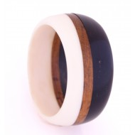 Bracelet made of resin and wood